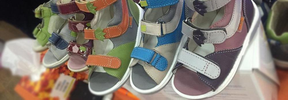 Из какого материала должна быть изготовлена детская обувь?